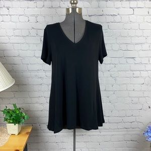 Chelsea & Theodore V Neck Knit Top